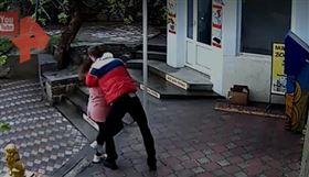 俄羅斯,打架,商店,口罩,格鬥(圖/翻攝自YouTube)