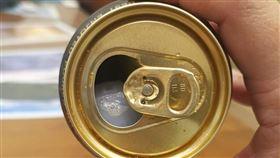 全聯生啤內含塑膠球。(圖/翻攝自我愛全聯-好物老實説臉書)