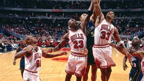 Dennis Rodman、Michael Jordan與Scottie Pippen。(圖/翻攝自NBA官方推特)