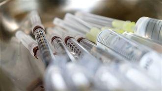 台確診破千 21日開放疫苗自費接種