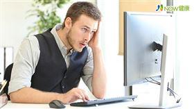 名家專用/NOW健康/1名36歲男性工程師,發現自己經常眩暈,有時還伴隨耳鳴,原以為只是工作操勞,後來竟在浴室嚴重眩暈而跌倒。(勿用)