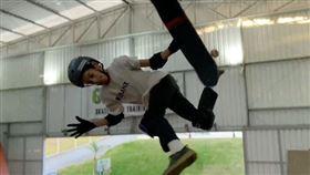空中轉1080度!滑板神童創紀錄 滑板,極限運動,1080度,3圈,巴西,Gui Khury 翻攝自Gui Khury IG