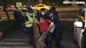 台北市王姓老翁偷走警用安全帽遭逮。(圖/記者楊忠翰攝影)