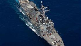 美軍驅逐艦「裴拉塔號」日前巡弋東海時,艦上水手們在甲板上排出「115」,代表著他們在東海部署的天數。(圖/翻攝自美太平洋艦隊臉書)