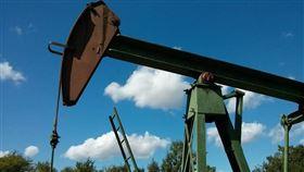 沙烏地阿拉伯承諾6月進一步減產,國際油價12日上揚。(圖取自Pixabay圖庫)