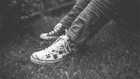 黑白,少年,男子,性侵,霸凌,猥褻(圖/示意圖/翻攝pixabay)