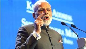 印度總理莫迪12日對全國發表談話,但並未如外界預期宣布17日全國封鎖結束後的措施,而是宣布一項特別經濟計畫。(中央社檔案照片)