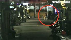 北市楊男找小王談判反遭砍傷,改造手槍也被搶走。(圖/翻攝畫面)