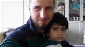 ▲土耳其足球球星托克塔斯與他的小孩。(圖/翻攝自IG)