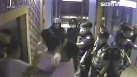 台北市好樂迪KTV松隆店發生鬥毆,竹聯幫陳姓大哥遭人刺頸送醫。(圖/翻攝畫面)