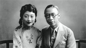 溥儀與宛蓉。(圖/翻攝自維基百科)