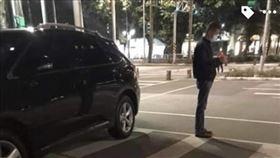 王浩議員駕駛休旅車追撞前方機車,保險公司卻拒絕賠償。(圖/翻攝《爆料公社》)