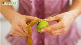 名家專用/NOW健康/多項研究證實,經常攝取富含維生素C的水果,還可遠離憂鬱情緒,迎向陽光,其中奇異果的「開心效果」最為明顯。(勿用)
