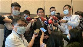 林佳龍說明雙鐵解禁時程。(圖/記者陳宜加攝影)
