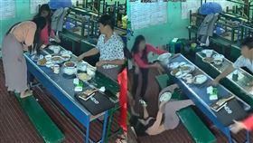 影/女踩椅拍食物…下秒悲劇 網笑翻 食物照,翻桌,悲劇,美食照 翻攝自YouTube ViralHog