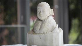 黃土水少女胸像藏身百年 將重返公眾視野在台灣雕刻家黃土水僅製作過3件大理石作品,其中隱身台北市大同區太平國小的胸像「少女」,歷經一番努力,百年後終於要重返公眾視野。(北師美術館提供)中央社記者鄭景雯傳真 109年5月15日