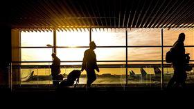 商務人士,入境,機場。(圖/翻攝自Pixabay)