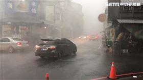 外圍環流惹禍!台南玉井豪雨狂炸 瑞雙公路驚見「土黃海」(圖/翻攝畫面)