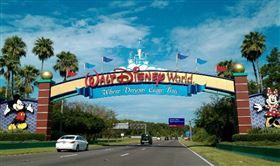 繼中國上海迪士尼於本月11日重新營業後,位在美國佛羅里達州、全世界最大的奧蘭多迪士尼樂園(Orlando Walt Disney World)也傳出即將重新開幕的好消息,園方在官網上公告,本月27日會恢復部分商店營運。(圖/翻攝自IG)