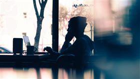 工作,休息,放鬆,咖啡廳,接案,用電腦,獨處,單身(圖/PEXELS)