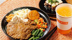 紅燒牛肉麵,滷排骨,三商巧福提供