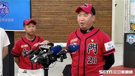 金門縣代表隊首度參加玉山盃,教練許元柏和球員楊肅維代表出席。(圖/記者王怡翔攝影)