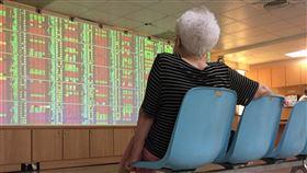 台股開盤小漲台北股市23日開盤漲35.79點,加權股價指數為10974.52點,成交金額新台幣27.61億元。中央社記者董俊志攝  107年5月23日