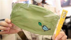 布口罩12日起開放出口(2)經濟部表示,經中央流行疫情指揮中心同意,布口罩從3月12日起至109年4月30日,准許出口;准許輸出的布口罩是指「梭織或針織布製且不含濾片的口罩」。中央社記者張新偉攝 109年3月11日