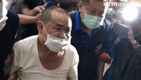 鞭炮怪客鄒木樹身揹18支煙火遭逮捕送辦。(圖/記者楊佩琪攝影)