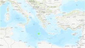 根據歐洲地中海地震中心說法,地中海中部區域21日凌晨發生地震,規模6.2。(圖取自美國地質調查所網頁usgs.gov)