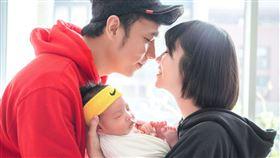 圈圈兒童音樂 提供   華語樂壇最強夫妻檔誕生!「幼兒界巨星」香蕉哥哥、草莓姐姐組「香草CP」跨界進攻樂壇