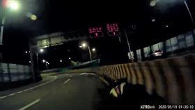 台北市新生高架路段出現1輛幽靈機車。(圖/翻攝臉書)