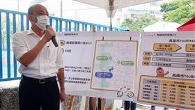 韓國瑜宣布微笑單車提前試營運高雄市長韓國瑜(左)21日到捷運巨蛋站視察YouBike微笑單車2.0建置進度,並宣布提前至6月16日試營運。中央社記者王淑芬攝  109年5月21日