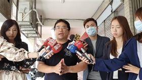 台北市萬華交通分隊員石明謹親上火線說明。(圖/翻攝畫面)