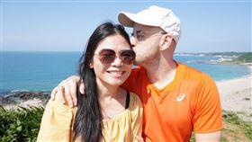 吳鳳與妻子(翻攝吳鳳 Rifat臉書)