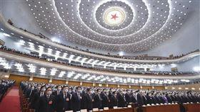 中共全國人大第十三屆三次會議今(22)日在人民大會堂開幕。 圖/翻攝自新華社