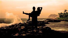 公主抱,情侶,結婚,新娘(圖/翻攝自pixabay)