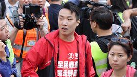 泛民派選舉大勝 60名當選人赴港理大會晤示威者(3)泛民新當選的約60名香港區議員25日下午在尖東百週年紀念公園集合,準備派代表進入理工大學會晤留守的示威者。剛當選的民陣召集人岑子杰也出席集會。中央社記者張謙香港攝 108年11月25日
