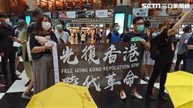 網友號召「坐爆北車」活動,香港人到場支持。(圖/記者陳弋攝影)