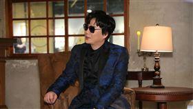 金曲歌王超現場,蕭煌奇周末晚宴線上直播帥氣獻唱12首經典歌曲 環球音樂提供