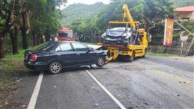 車禍,台東,轎車,對撞,超車(圖/翻攝畫面)