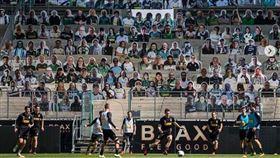 ▲穆森加柏球場豪氣的放置1.3個人形立牌觀眾。(圖/翻攝自IG)