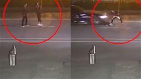 孕婦與男友大吵「躺快車道耍賴」…下一秒被輾!驚悚畫面曝(圖/翻攝自星視頻)