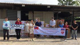 台僑胞捐贈物資給泰國邊境非政府組織泰國台僑胞疫情聯合應變小組22日捐贈醫療物資,給位於噠府美索地區協助緬甸移工的非政府組織秀克羅瘧疾研究團隊與邊境醫療基金會。(邊境醫療基金會提供)中央社記者呂欣憓曼谷傳真  109年5月25日