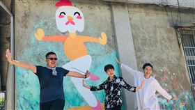 台南社區營造計畫 邀青年分享提案台南市政府文化局今年社區營造計畫首次徵選個人提案,25日邀請獲補助的青年提案人蔡仕霖(左)分享提案內容。中央社記者楊思瑞攝 109年5月25日