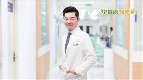 韓健明醫師呼籲女性朋友們,經血過多、嚴重經痛等問題,除了消極等待更該積極接受治療。