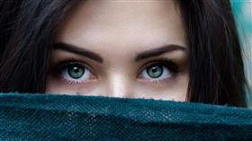 ▲口罩遮住口鼻的時代,可以從眼睛看一個人。(示意圖/翻攝自pixabay)