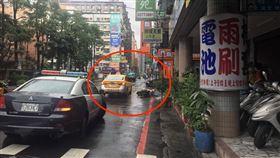 新北,新莊,三寶,計程車,車禍,開車門,三貼(圖/翻攝畫面) 來源 記者