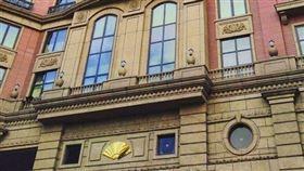 台北文華東方酒店(圖)27日證實將資遣部分員工,6月起暫停訂房服務,交長林佳龍28日對此表示,交通部將了解並提供協助。(圖/翻攝自臉書)