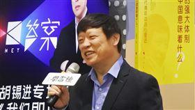 胡錫進上海新書發表 談港警開槍話題環球時報總編輯胡錫進11日在上海一家書店舉行新書讀者見面會,現場聚焦在本日上午發生港警開槍的消息。他稱,香港現在的氛圍「被暴徒給綁架了」,勇武派形成一種聲勢,許多不上街的人也同情他們。中央社記者張淑伶上海攝  108年11月11日